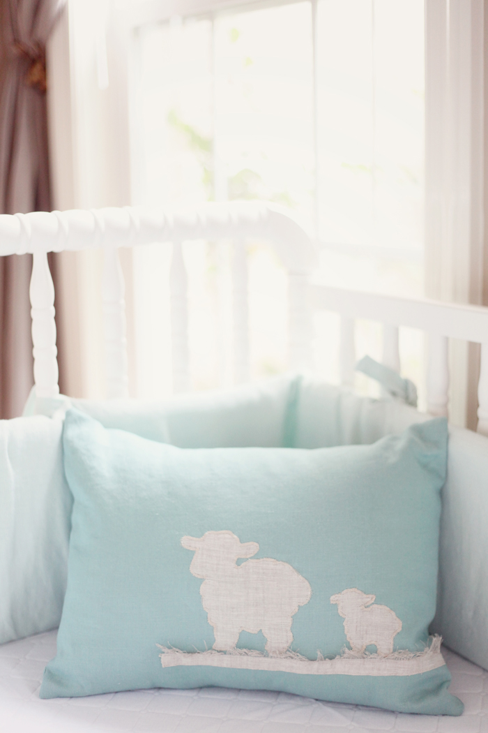 Elegant Neutral Nursery via Simply Bloom Photography as seen on the Babiekins Magazine blog!