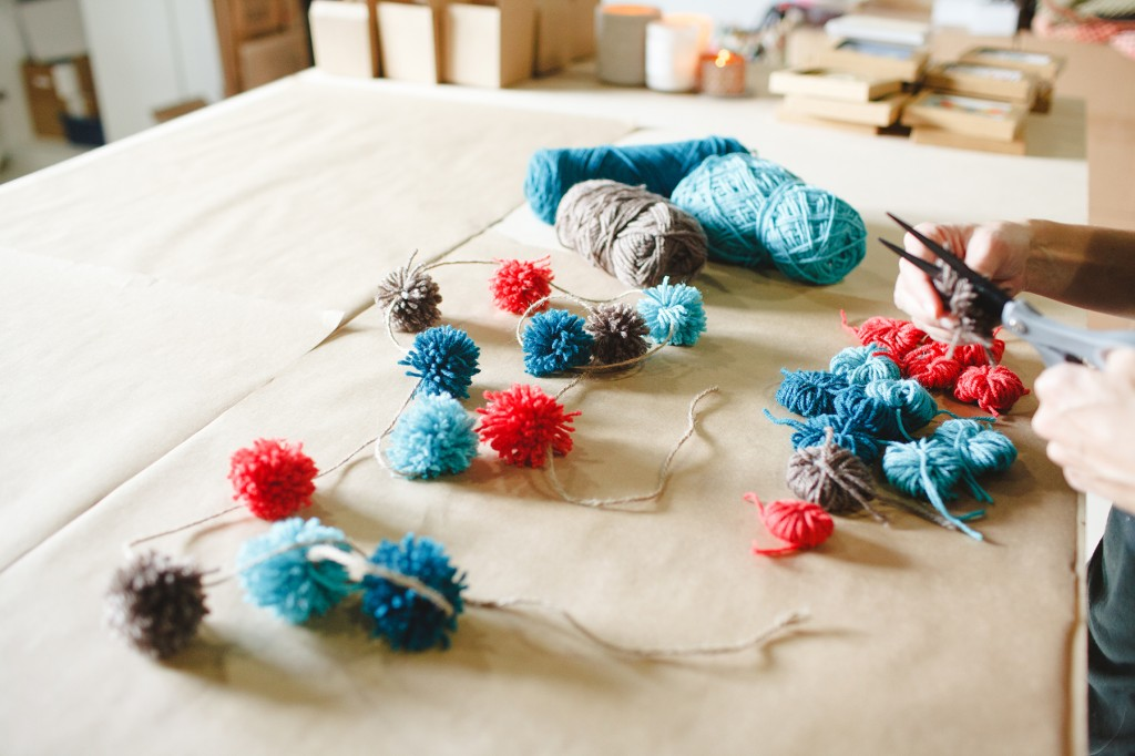diy yarn pom poms babiekins blog
