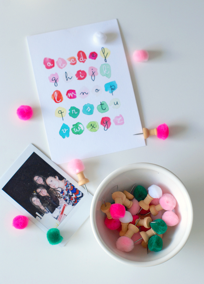 Craftykins // DIY Pom Pom Pushpins
