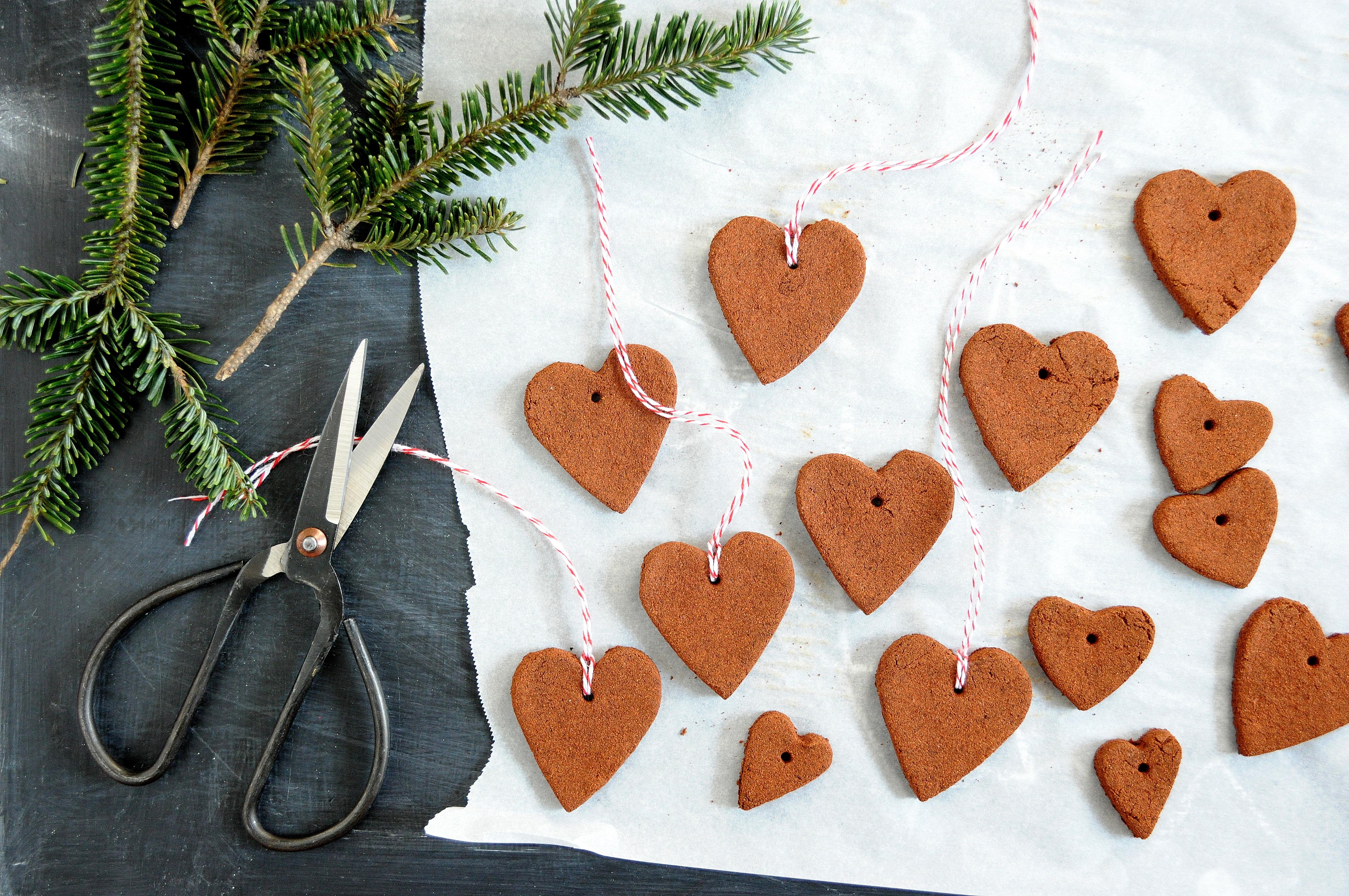 Cinnamon Applesauce Ornaments | Babiekins Magazine