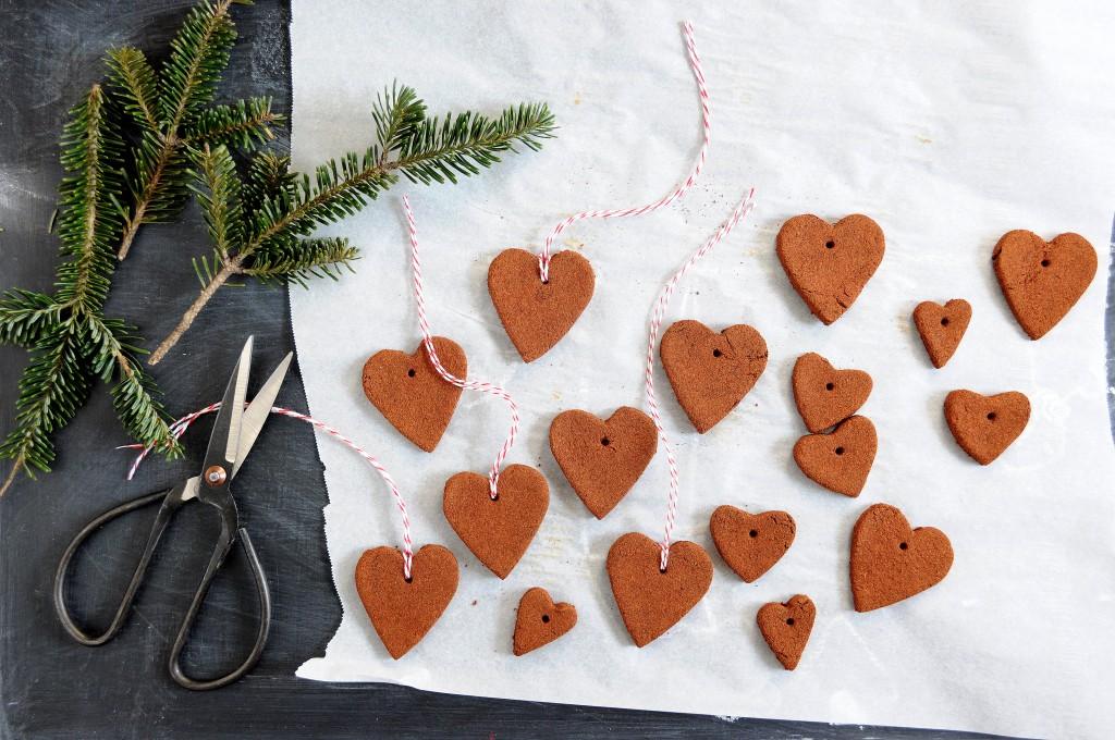 Babiekins Magazine | Craftykins // DIY Cinnamon Applesauce Ornaments