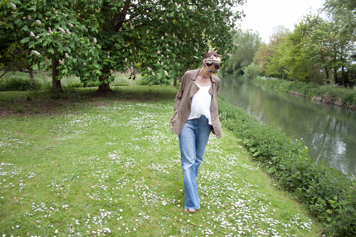 Babiekins Magazine_Momkins_One Look 3 Ways_Flares_Walking By River
