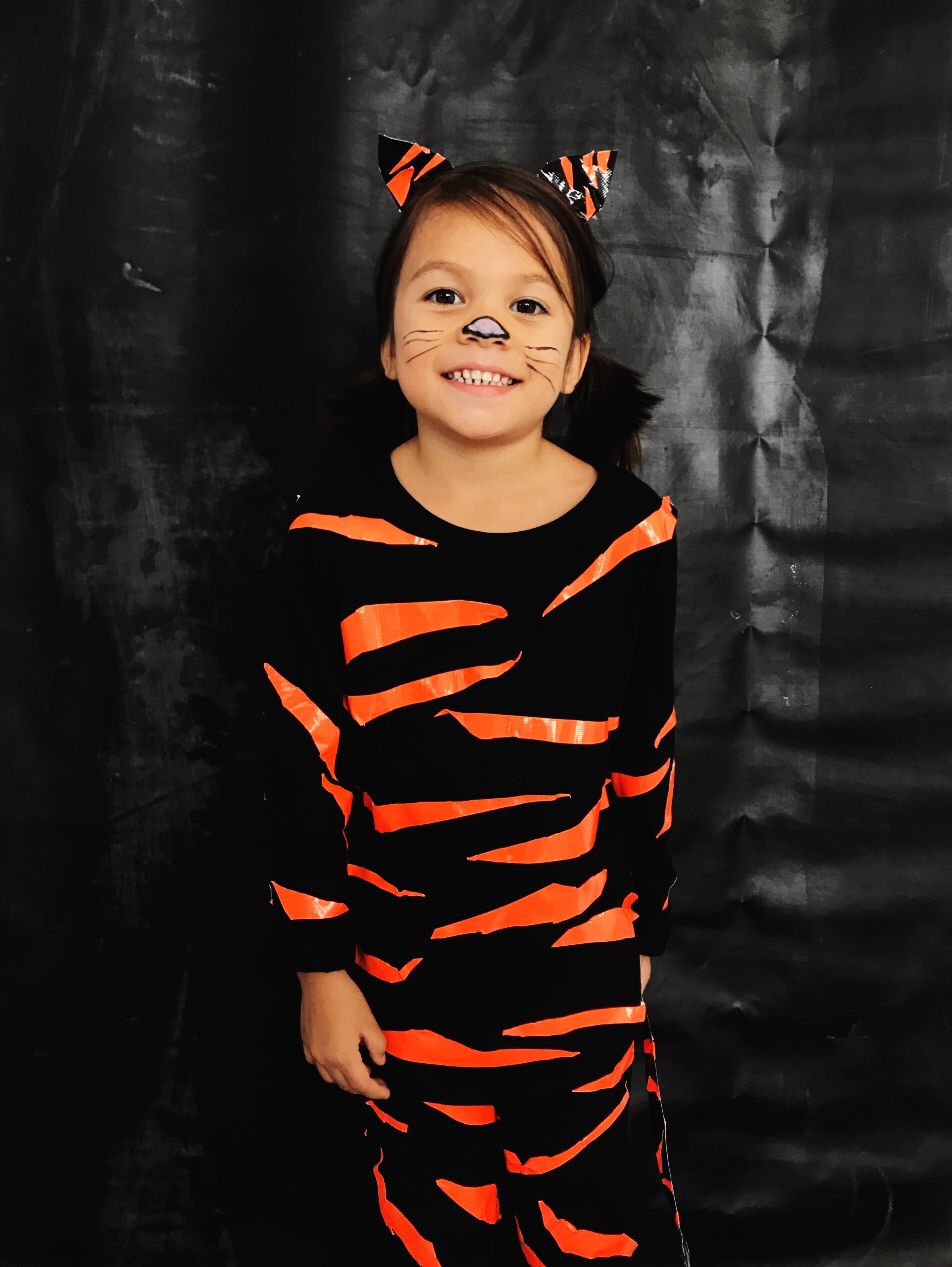 Diy tiger halloween costume duck tape babiekins magazine diy tiger costume babiekins mag solutioingenieria Images