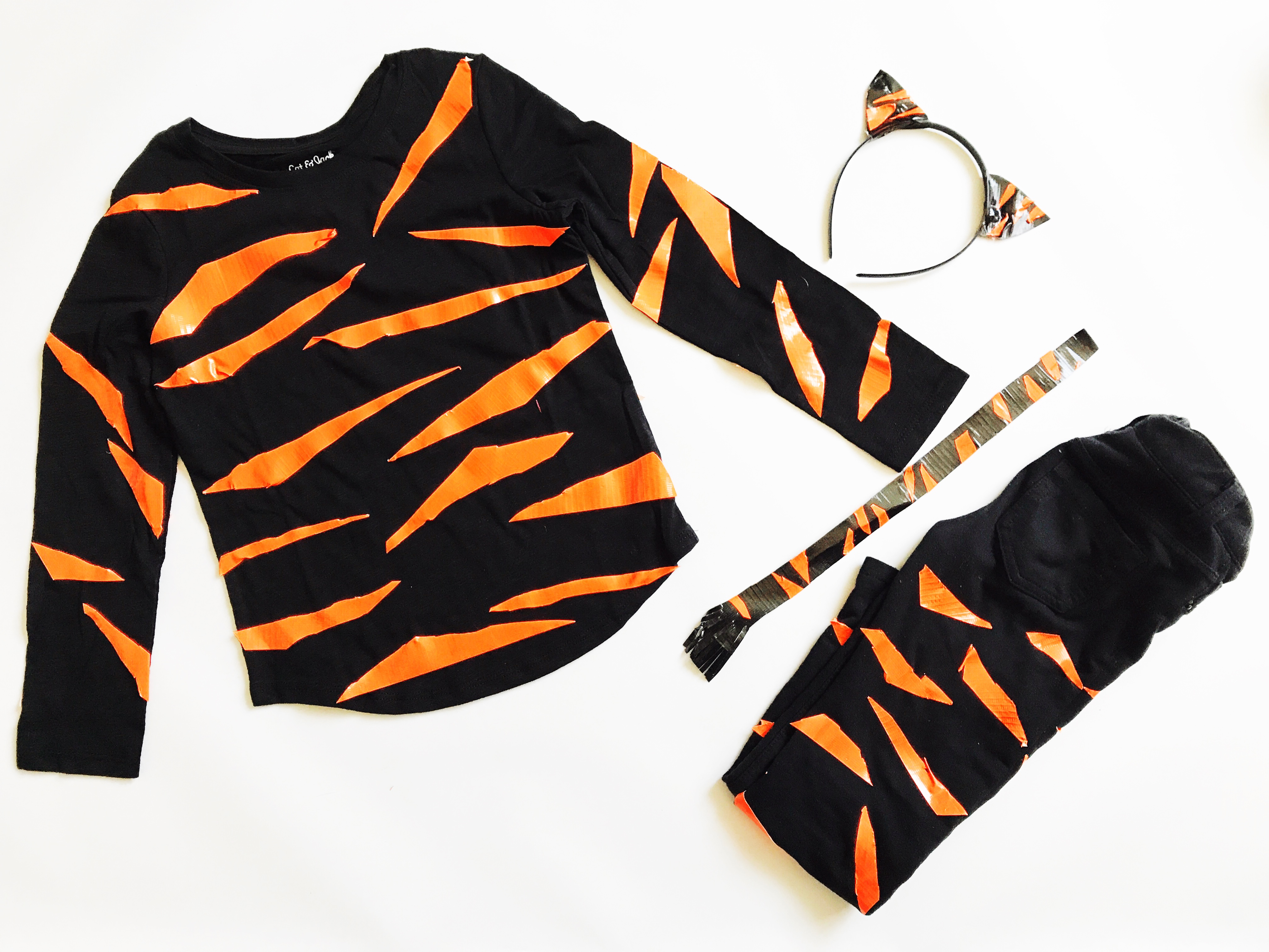 Diy tiger halloween costume duck tape babiekins magazine diy tiger costume babiekinsmag tiger duck tape costume solutioingenieria Images