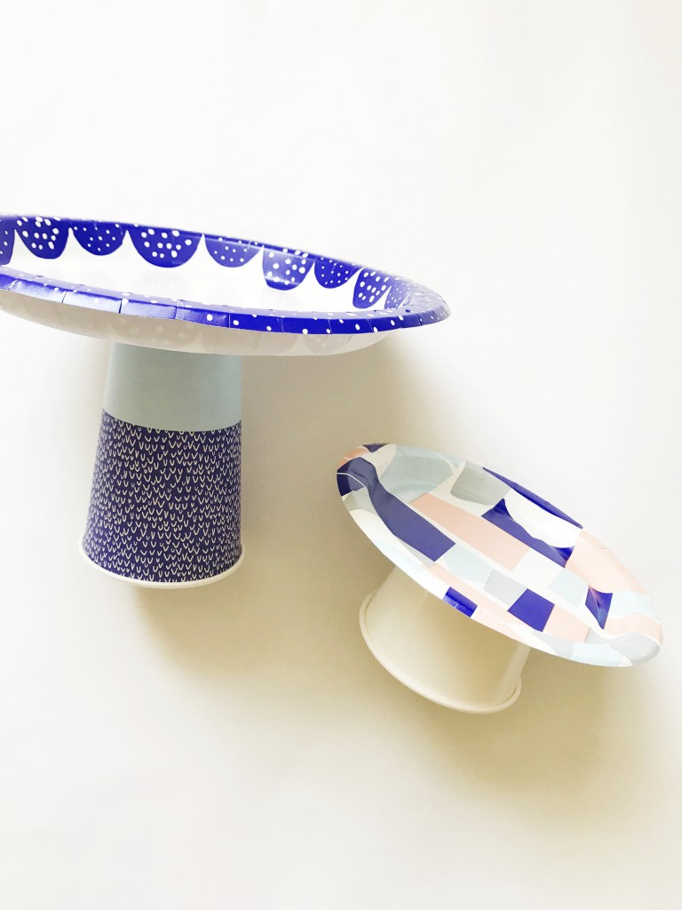 paper plate cake stand - step2