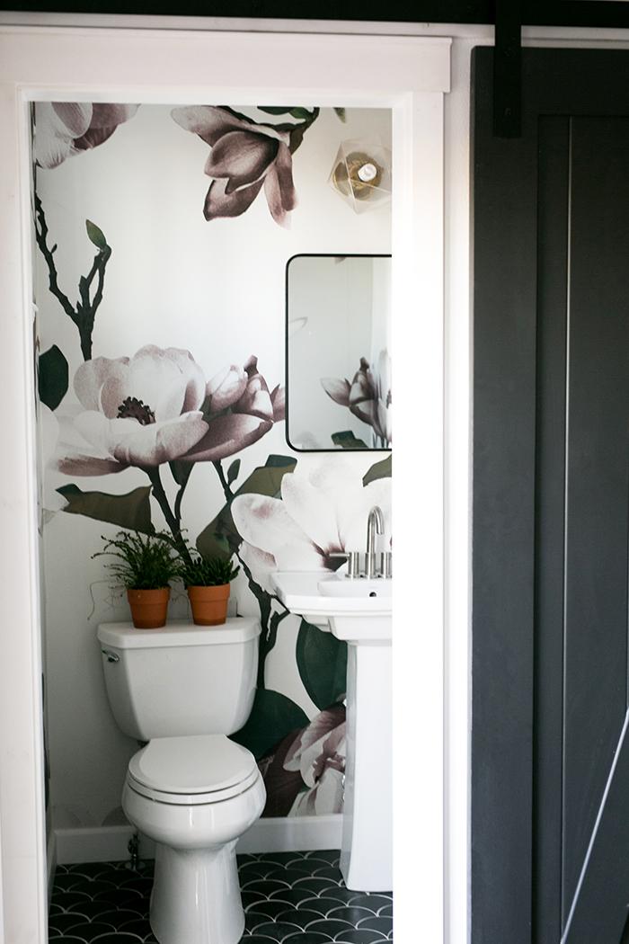 Home // Farmhouse 1/2 bathroom